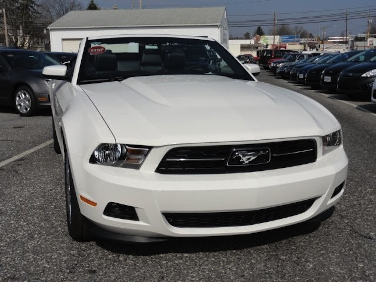 Performance White 2012 Mustang V6 convertible